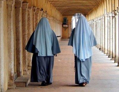 Nueve monjas de clausura, contagiadas de coronavirus tras recibir misa de un cura negacionista