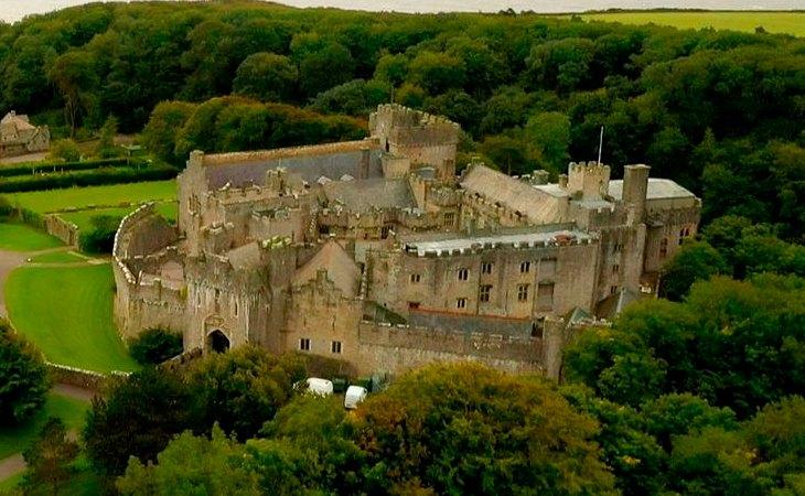 Vista aérea del castillo de St Donat, sede del UWC Atlantic College