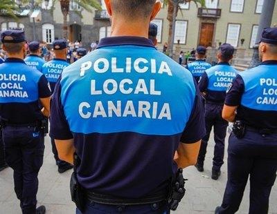 """Dos policías agreden brutalmente a personas al grito de """"sudacas de mierda"""" en Las Palmas"""