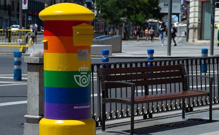 Un buzón de correos durante su campaña LGBT