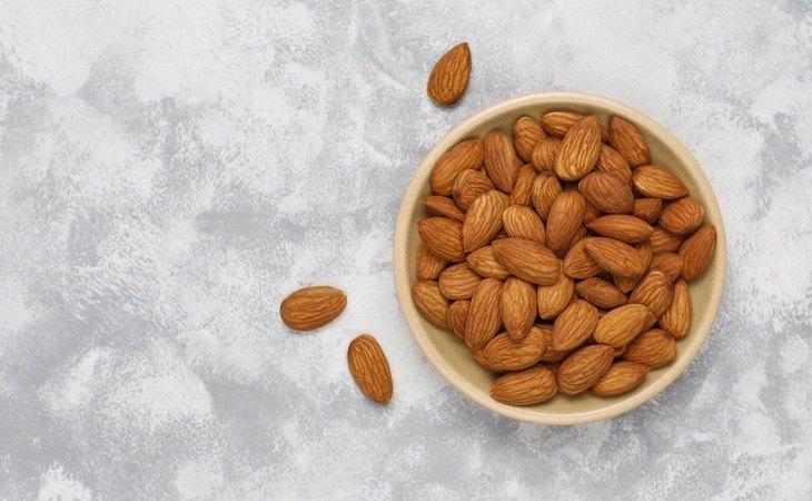 Un buen puñado de almendras aportan una cantidad destacable de beneficios para nuestro organismo