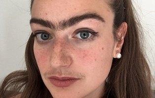 Lleva un año sin depilarse el bigote y las cejas para reivindicar que las mujeres también tienen vello
