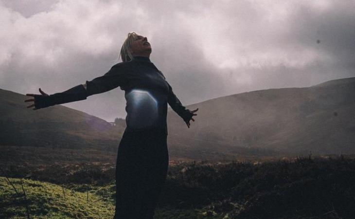Lesley Roy se ha rodeado de parajes irlandeses para su videoclip