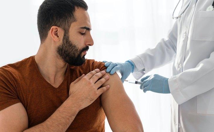 Las personas que han pasado el coronavirus solo recibirán una dosis