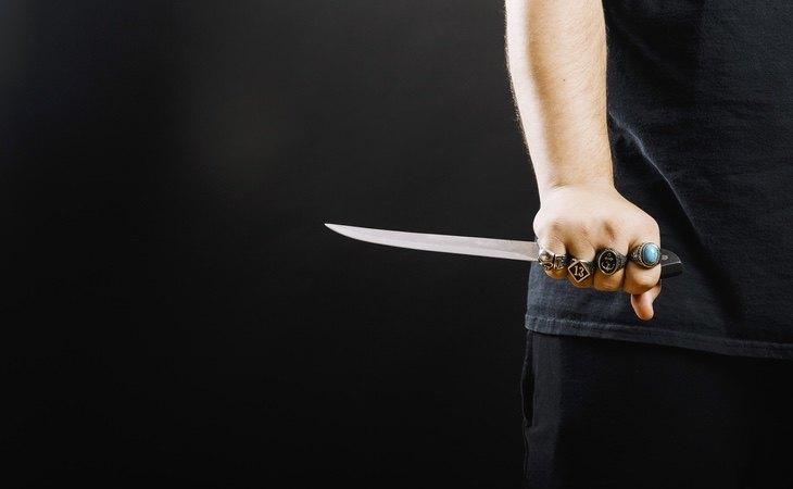 La acusada amenazó a su hijo con un cuchillo