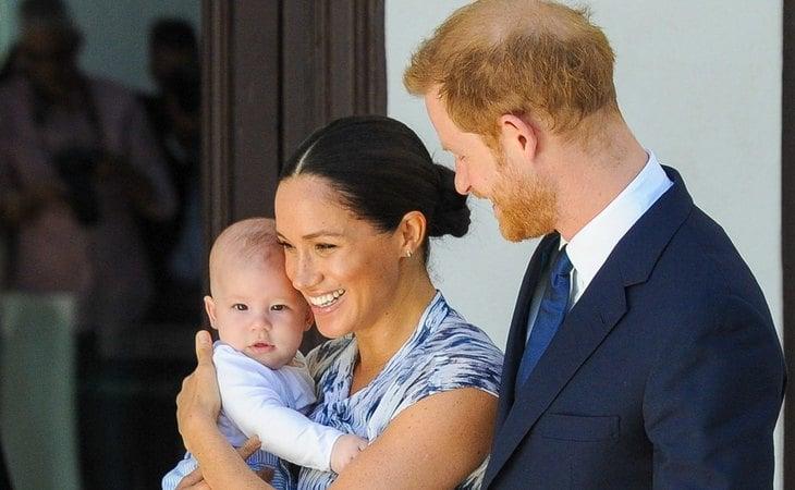 Meghan Markle y el príncipe Harry junto a su hijo Archie