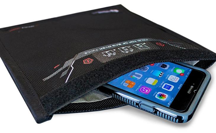 La bolsa Faraday permite proteger varios dispositivos de ondas electromagnéticas externas