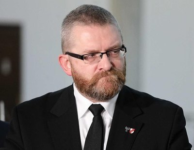 Un parlamentario de Polonia acusa de pedofilia a los homosexuales y propone que se les castigue con latigazos