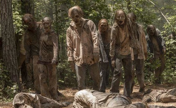 Varios caminantes en 'The Walking Dead'
