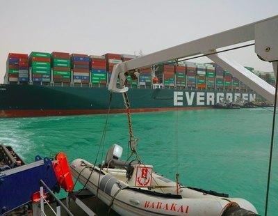 El canal de Suez sigue taponado por el Ever Given: ¿Qué supone para la economía mundial?