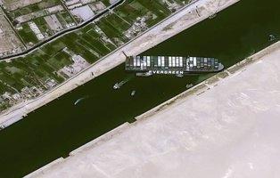 Reflotan parcialmente el Ever Given, ebuque que llevaba una semana encallado en el Canal de Suez