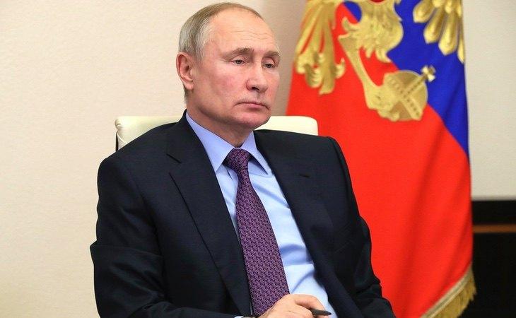 Vladimir Putin prohíbe el matrimonio igualitario en la Constitución