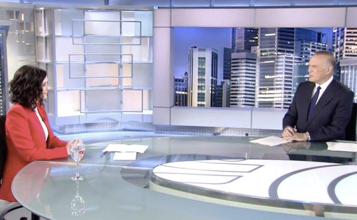 Isabel Díaz Ayuso y Pedro Piqueras en 'Informativos Telecinco'