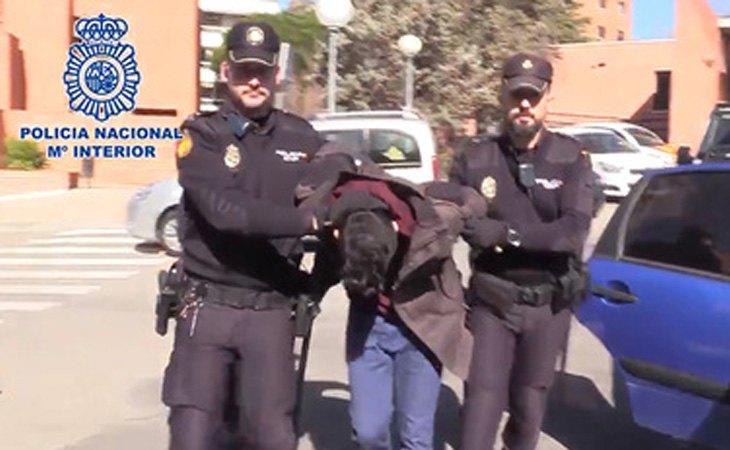 El acusado fue detenido nada más acceder la policía a la vivienda