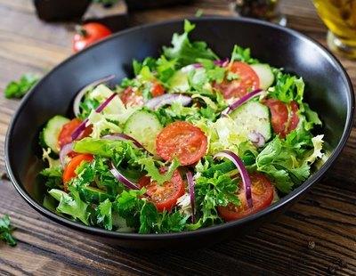 Alerta alimentaria: retiran esta popular ensalada del supermercado y piden evitar su consumo
