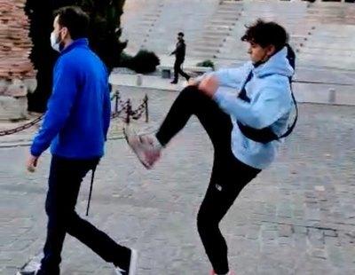 El joven que pateó a un guardia civil tras el mitin de VOX era seguidor de Abascal