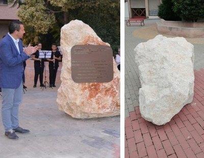 Derriban en Murcia un monolito en memoria a los asesinados en Mauthausen