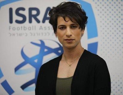 Sapir Berman se convierte en la primera árbitro trans del fútbol masculino