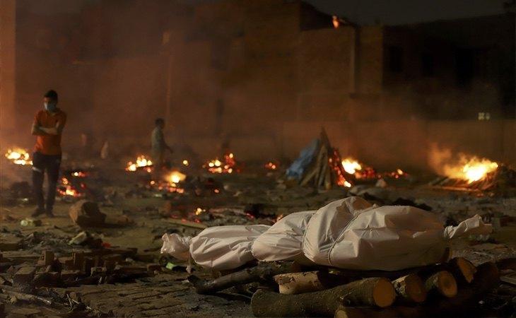 Quema de cadáveres tras el aumento incontrolado de casos