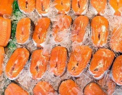 Alerta alimentaria: retiran este popular pescado de los supermercados y piden no consumirlo