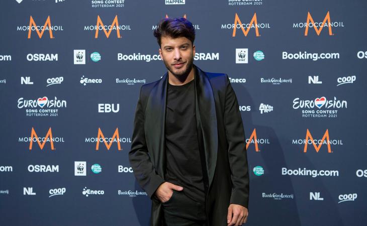 Blas Cantó posa para los medios tras su primera rueda de prensa en Eurovisión 2021. Créditos: Raúl Tejedor (RTVE)