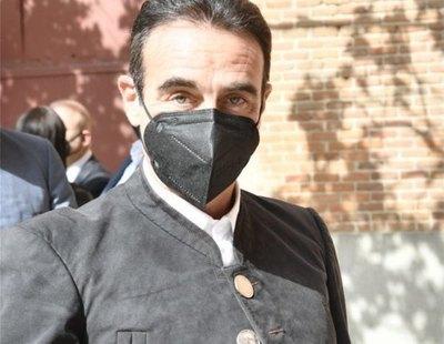 Críticas a Enrique Ponce tras torear con una chaqueta con botones de la cara de Franco