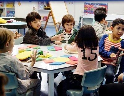 La educación concertada acoge 13,5 puntos menos de alumnos migrantes que le toca