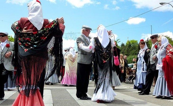 Chulapos bailando chotis, baile típico madrileño