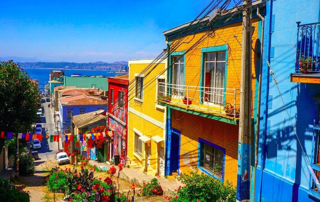 Valparaíso destaca por su colorido y desniveles