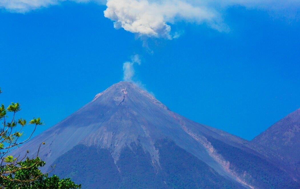 La ciudad es una de las mejor conservadas y crece junto a este volcán