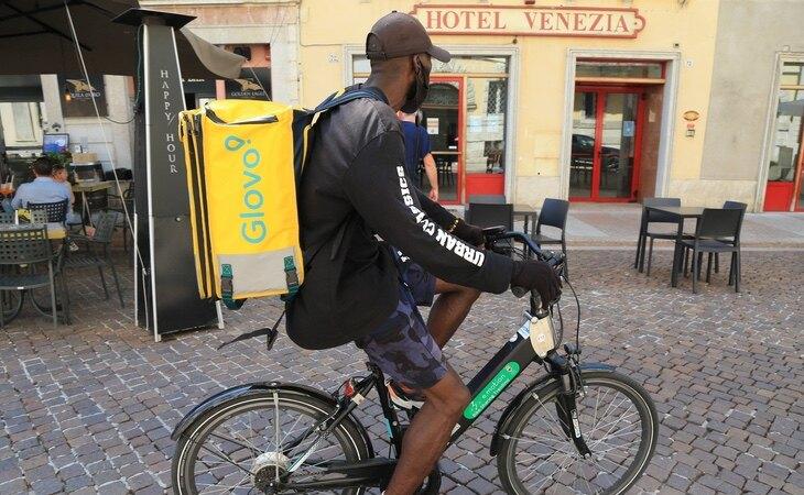 VOX se opone a conceder un contrato laboral a los 'riders'