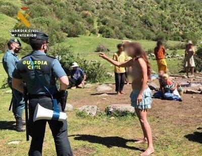 El encuentro entre la Guardia Civil y los hippies de Familia Arcoíris: así intentaron abrazar a los agentes