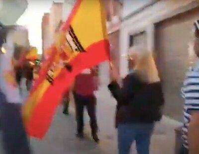 La Generalitat Valenciana multa con 8.000 euros a dos ultras por exhibir una bandera franquista