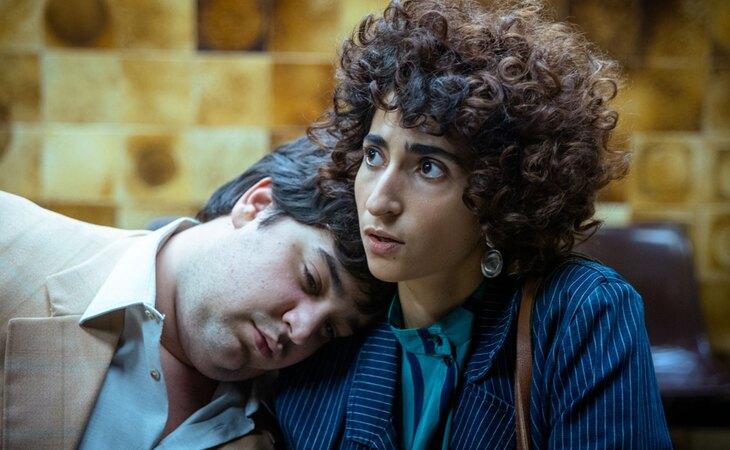 Carlos González junto a Alba Flores en 'Maricón perdido'