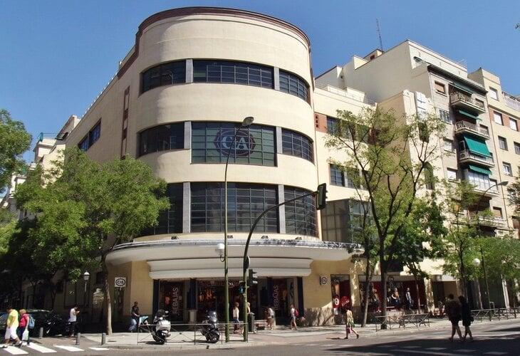 El edificio estaba ocupado por la cadena de moda C&A