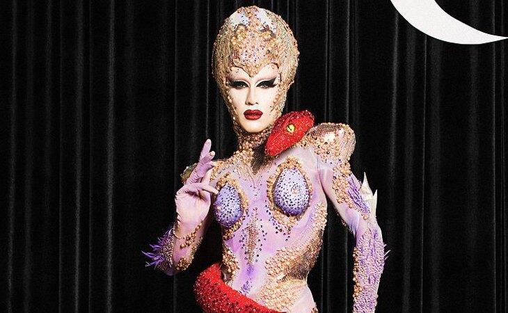 Sasha Velour, ganadora de la novena edición de 'Rupaul's Drag Race', supuestamente burlándose de las mujeres