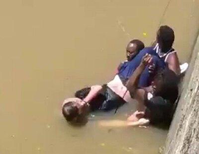 Un hombre de 72 años cae inconsciente a la ría de Bilbao y tres migrantes senegaleses se lanzan para rescatarlo