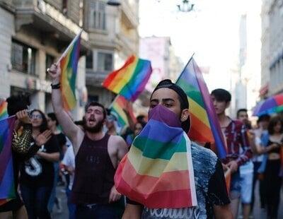 Gas lacrimógeno, balas de plástico y detenciones: Turquía reprime el Orgullo LGTBI