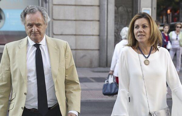 El juez cierra la investigación del caso Kitchen librando a Cospedal y su marido del banquillo