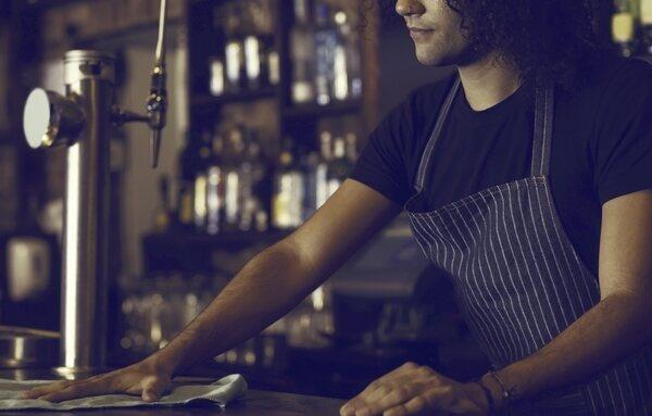 """La oferta de trabajo que incendia las redes: """"Media jornada de camarero"""" de 12 horas diarias por 500 euros al mes"""