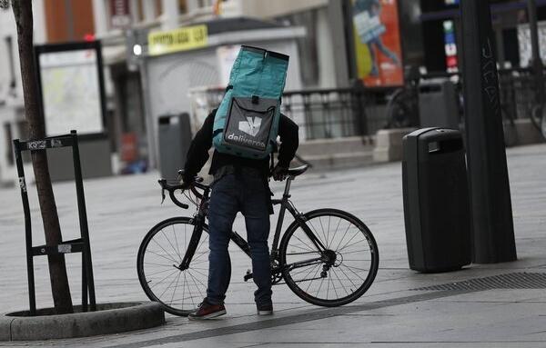 Deliveroo anuncia su intención de cerrar en España antes de la entrada en vigor de la Ley Rider