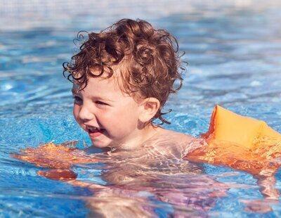 """La respuesta viral de un niño al que sus compañeros llamaron """"mariquita"""" por llevar un bañador rosa"""