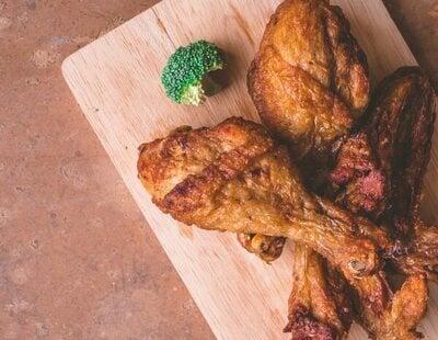 Alerta alimentaria: retiran de la venta estas alitas de pollo del supermercado y piden evitar su consumo