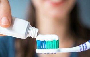 Quién fabrica la pasta de dientes de marca blanca de Mercadona, Carrefour, Lidl o Dia