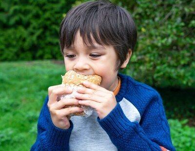 """Un niño de 12 años con """"fobia al a comida"""" ha sobrevivido doce años a base de pan blanco y yogures"""