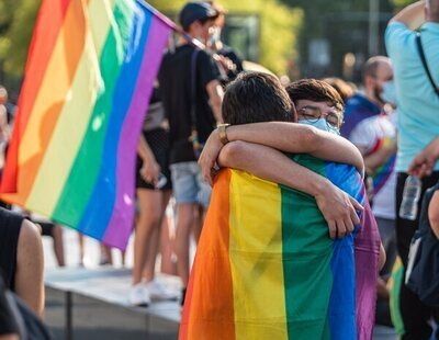 """La Generalitat alerta de grupos que quedan para """"cazar homosexuales"""" en Cataluña"""