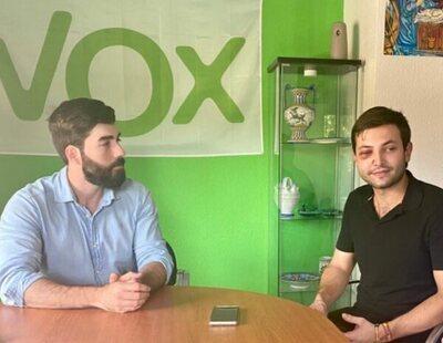 El joven homosexual agredido en Velada (Toledo) se desmarca por completo de VOX y explica el motivo de su foto