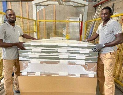 Ibrahima y Magatte, los dos senegaleses que ayudaron a Samuel, consiguen trabajo en una fábrica
