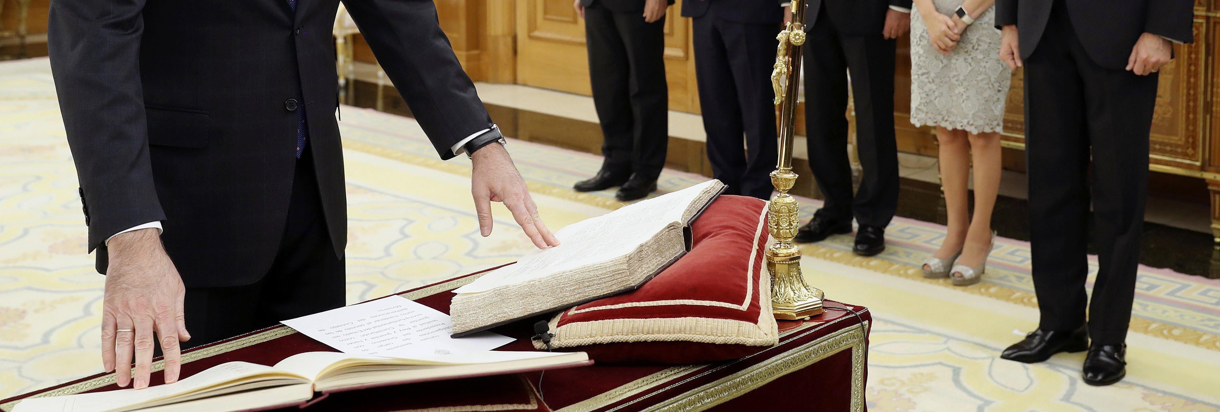 Protocolo en la jura de posesión de ministros: la polémica del crucifijo y la Biblia