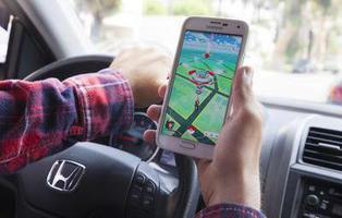 Piden bloquear Pokémon Go al volante por la muerte de un niño